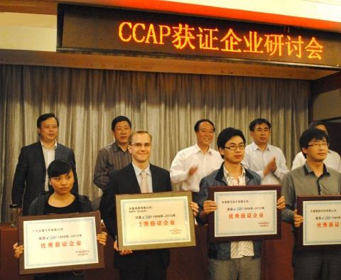 Julian Busch, direttore di MPR China Certification GmbH – China Certification Corporation, durante la cerimonia di assegnazione del premio del CCAP, 9 maggio 2013, Nanchino, Repubblica Popolare Cinese
