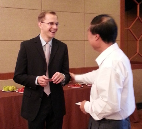 Julian Busch , directeur van MPR China Certification GmbH , de Managing Director van CCAP , de heer Yi Qiang , 9 mei 2013 , Nanjing , PR China