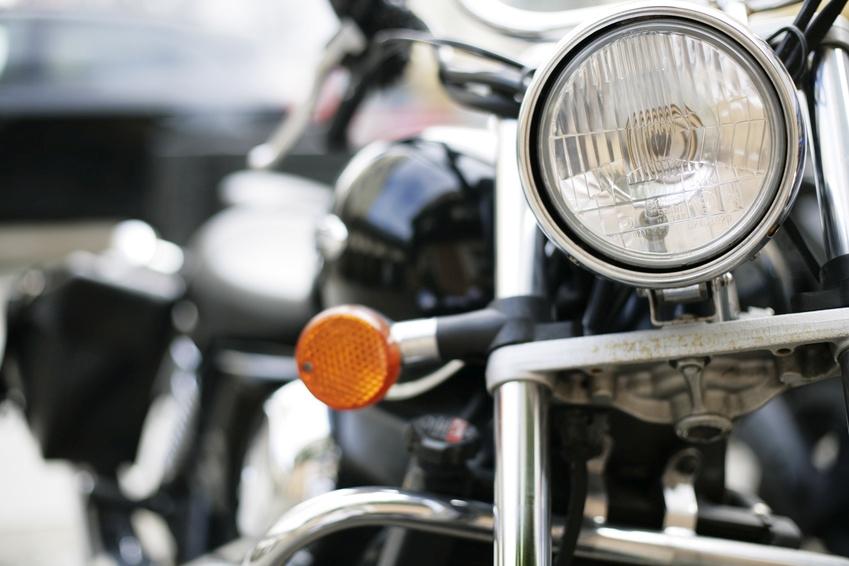 Frontscheinwerfer von Motorrädern unterliegen einer CCC Pflicht